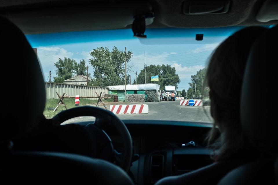 Marco Fieber Ein Kontrollpunkt ukrainischer Einheiten bei Schtschastja.