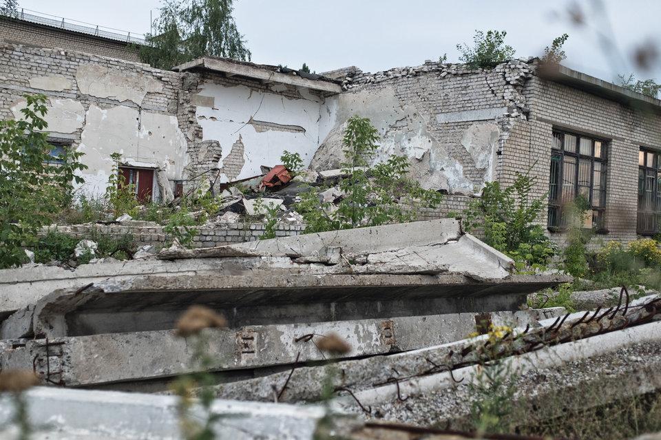 Marco Fieber Die zerstörte Turnhalle einer weiterführenden Schule in Toschkiwka.